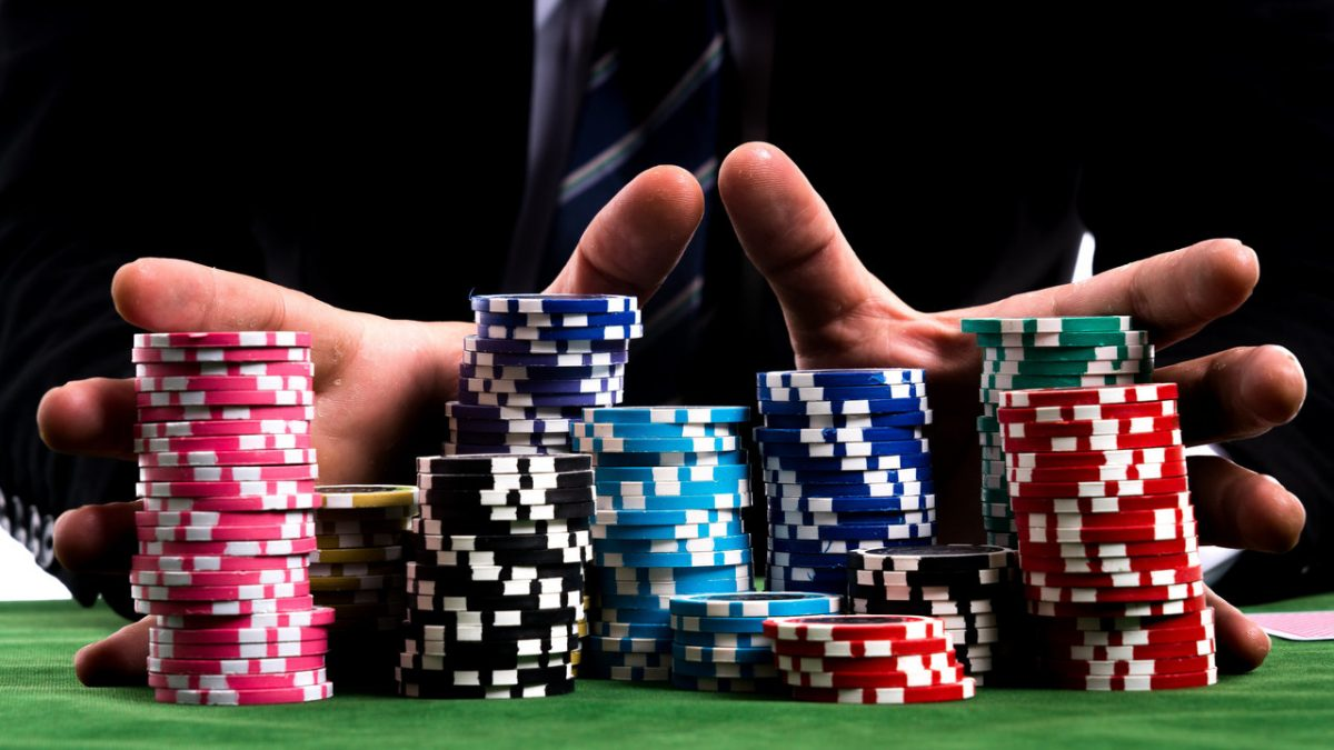 WHAT IS POKER AND HOW TO PLAY